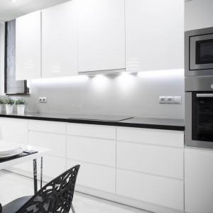 High Gloss White Painting Flat Design Luxury Kitchen Cabinet with Blum Hardware